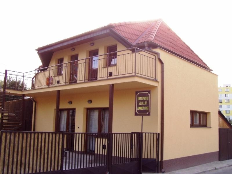 Dům se studii Petra nabízí ubytování ve čtyřech studiích pro 2-4 osoby kousek od koupaliště Vadaš.